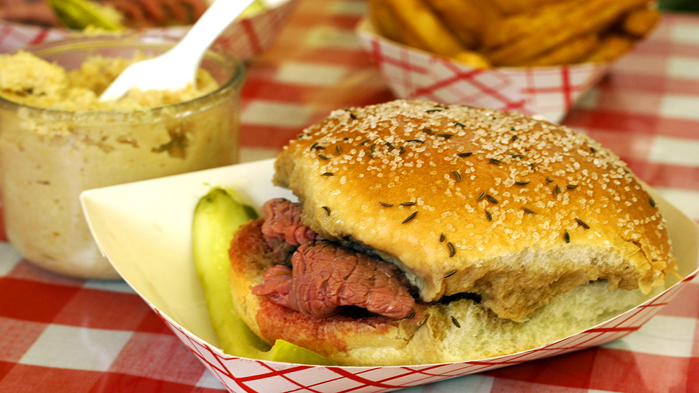 1200px-Small_-_Beef_on_Weck