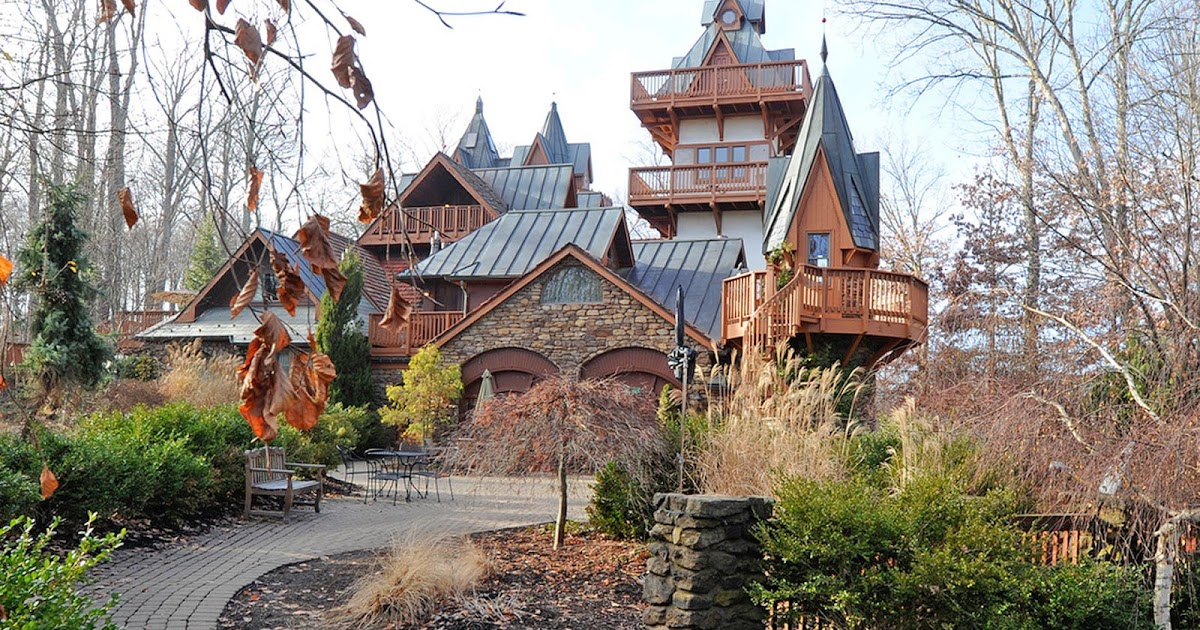 Hotel Hell – Landoll's Mohican Castle