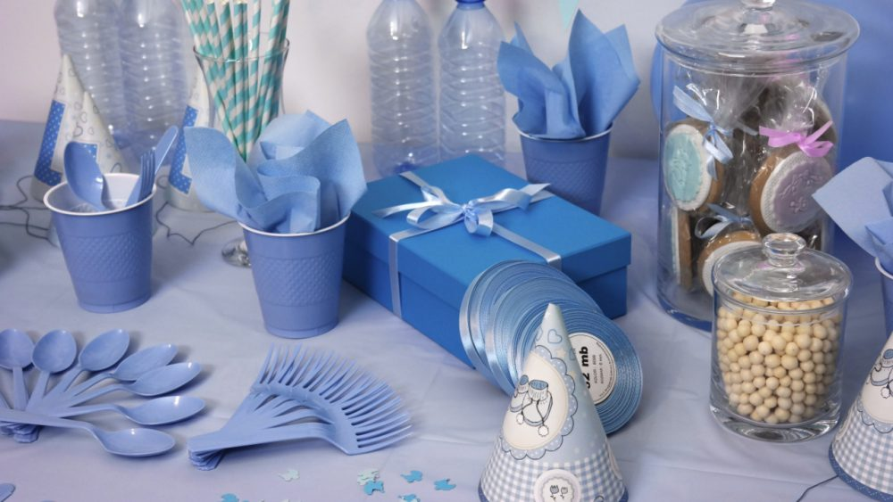 blue table decorations for a party