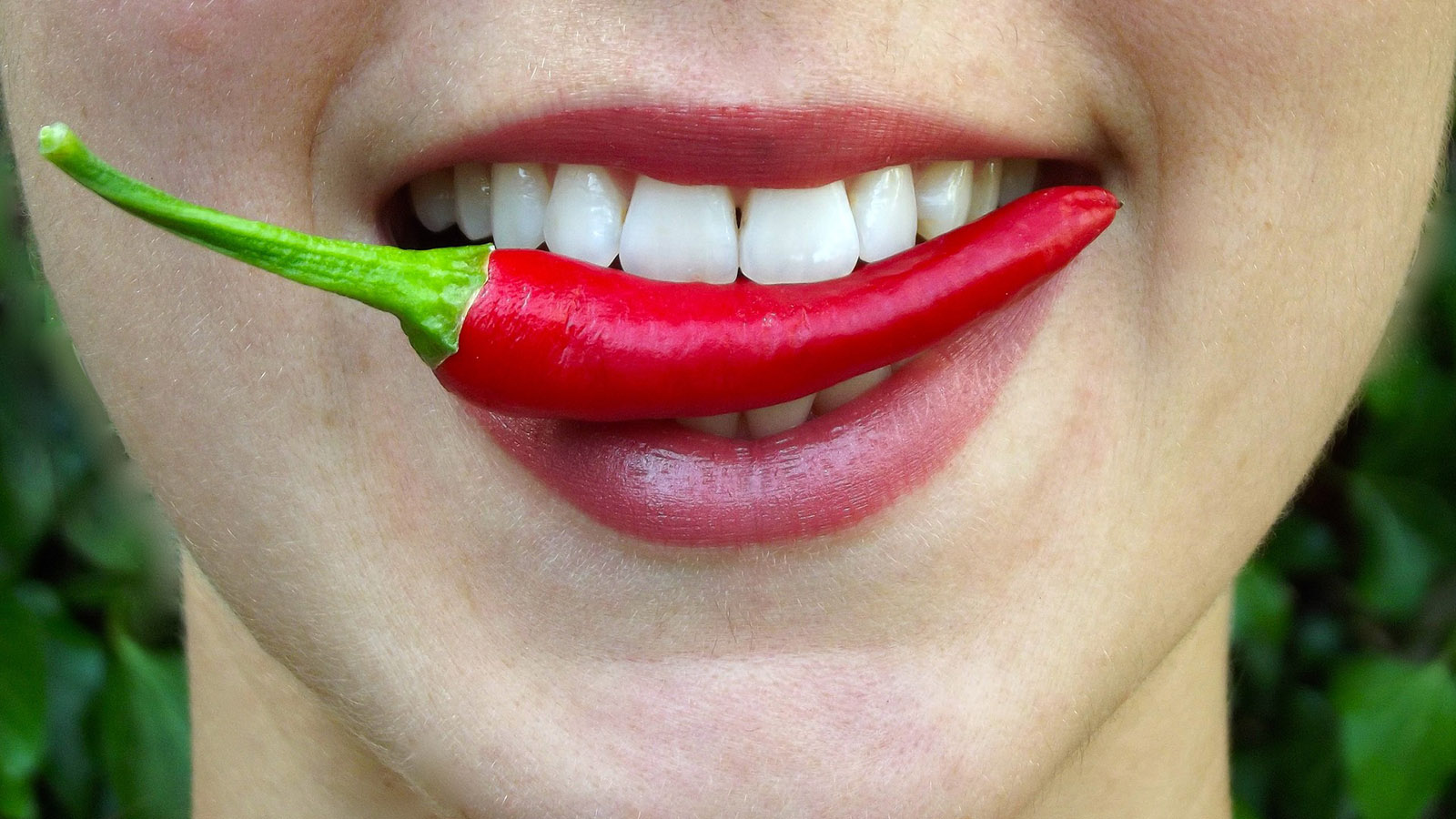 woman-with-chili-pepper