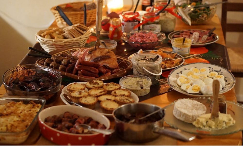 10 Reasons to Have a Buffet Instead of a Big Christmas Dinner