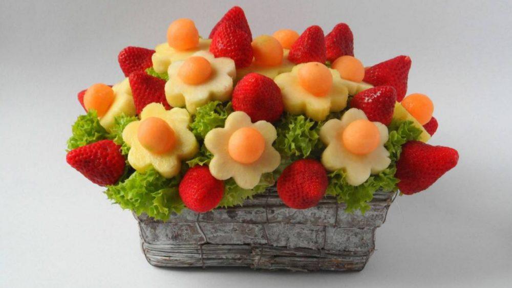 edible arrangement of fruit flowers