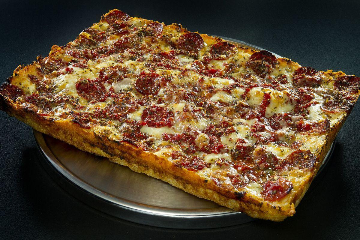 Detroiter Buddy's Pizza