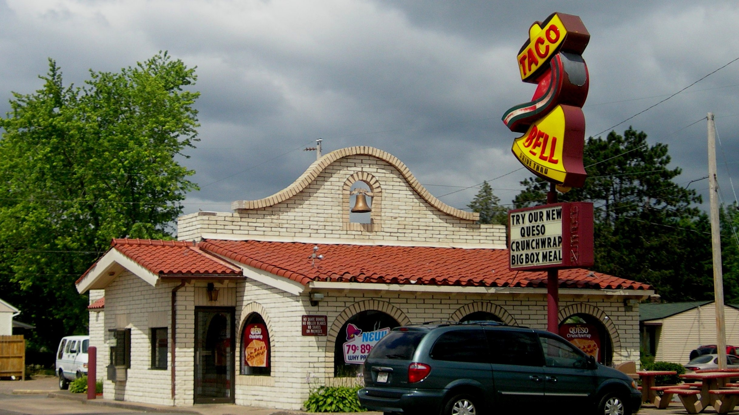 Taco_Bell_in_Wausau,_Wisconsin Cropped