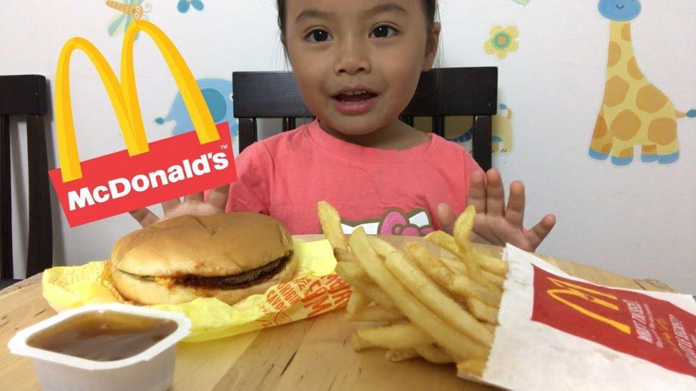 kid eating happy meal