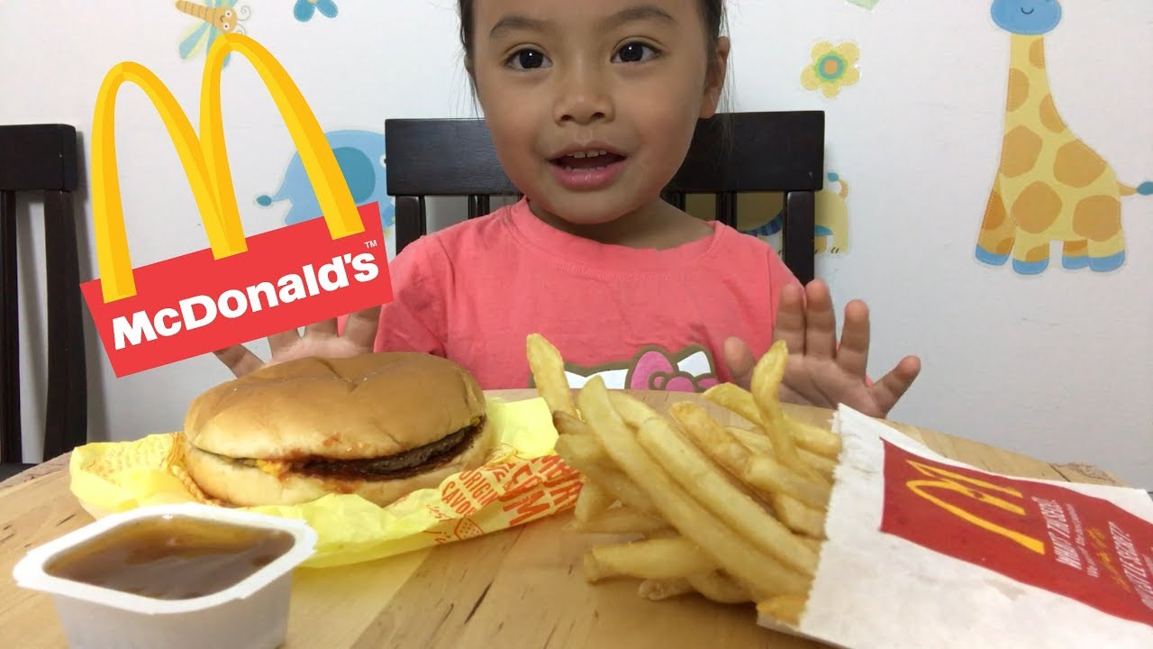 kid-eating-happy-meal