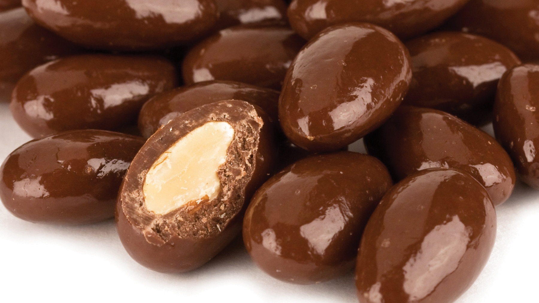 Milk-Chocolate-Chipolte-Almonds Cropped