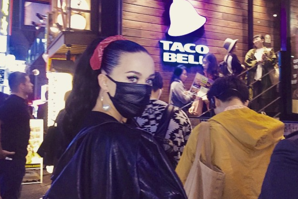 katy-perry-at-taco-bell