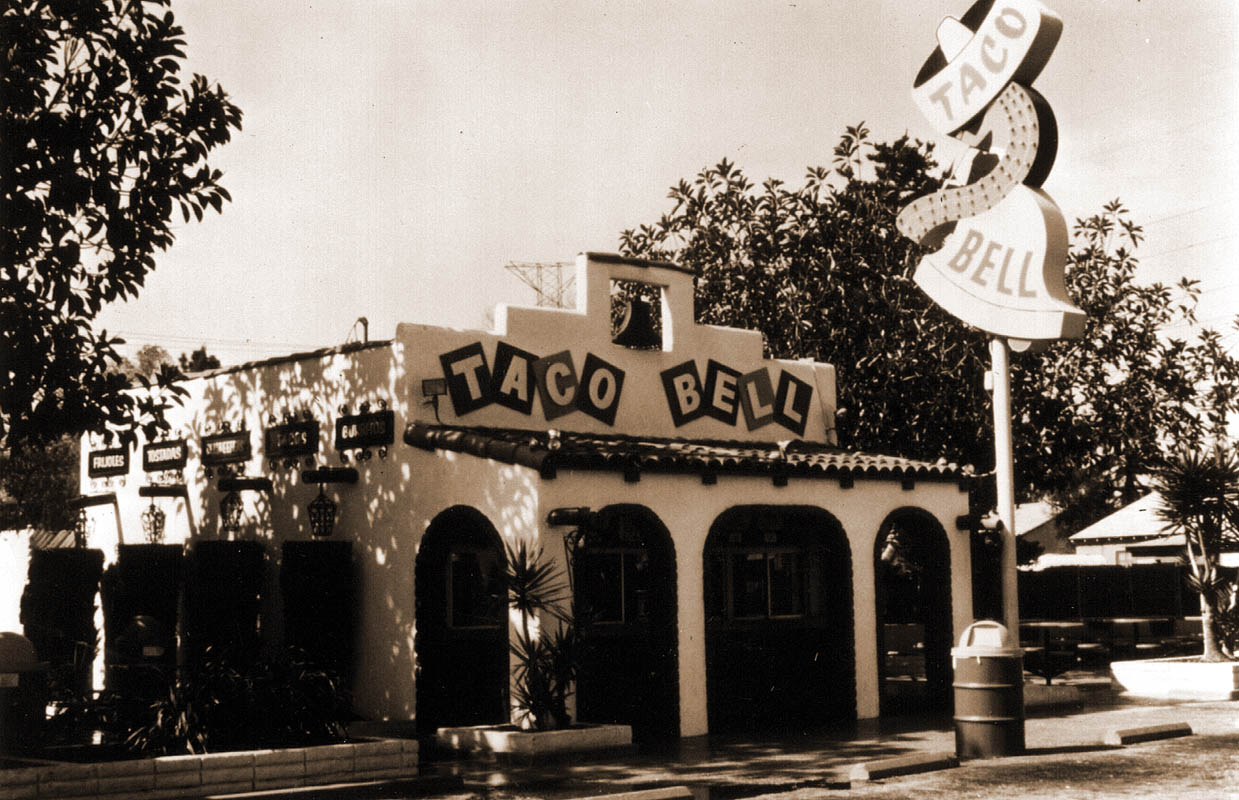 vintage-taco-bell-restaurant