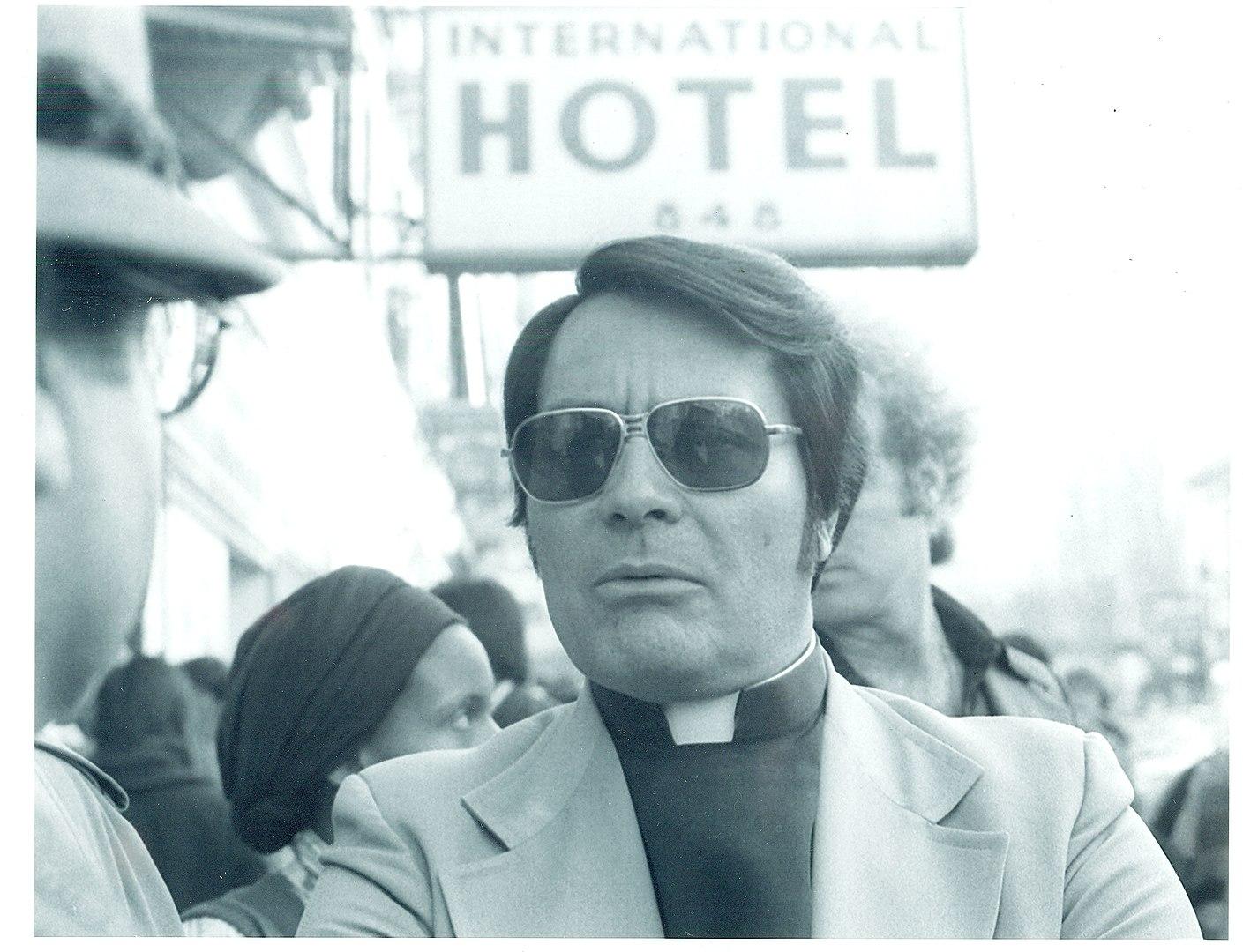 1409px-Rev._Jim_Jones,_1977