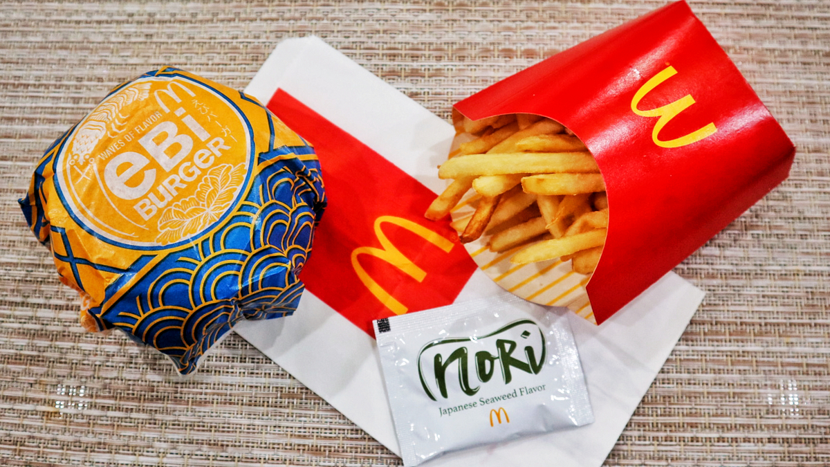 McDonalds-Flavors-of-Japan-Ebi-Burger-and-Nori-Shake-Shake-Fries